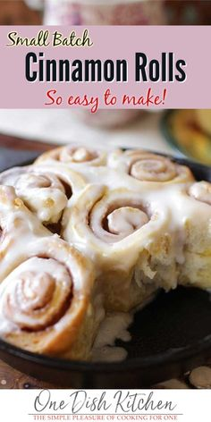 You Won't Believe How Easy It Is To Make Homemade Cinnamon Rolls No Yeast And Ready In 30 Minutes. These Cinnamon Rolls Are Heavenly, They're Sweet, Gooey, Fluffy, And Incredibly Delicious. Made With Refrigerator Biscuits. One Dish Kitchen Cinnamon Rolls Without Yeast, Quick Cinnamon Rolls, Cinnamon Roll Icing, Biscuit Cinnamon Rolls, Overnight Cinnamon Rolls, Kitchen Dishes, Food Dishes, Thug Kitchen, Pioneer Woman Cinnamon Rolls