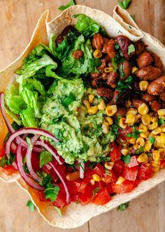Crispy Tortilla Taco Bowl Vegan Recipe Vegan Lunch Recipes, Vegan Foods, Mexican Food Recipes, Cooking Recipes, Mexican Meals, Vegan Vegetarian, Taco Bowls, Time To Eat, Going Vegan
