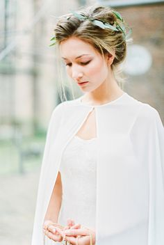 Veil: Sibo Designs/ Gown: Unielle Couture - Modern Boho Inspiration from The Netherlands by Holly Marder of Avenue Lifestyle (Styling) + Anouschka Rokebrand (Photography) - via Magnolia Rouge