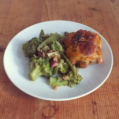 Broccoli mit Zuckerschoten Walnüssen, Bacon und Zitrone