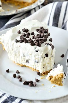 No-Bake Cannoli Cream Pie Looking for a easy and delicious dessert that doesn't take long to make? Then you'll want to try this luscious No-Bake Cannoli Cream Pie filled with cream cheese, ricotta cheese and mini chocolate chips. No Bake Desserts, Easy Desserts, Delicious Desserts, Yummy Food, Pudding Desserts, Baking Desserts, Pie Recipes, Baking Recipes, Dessert Recipes