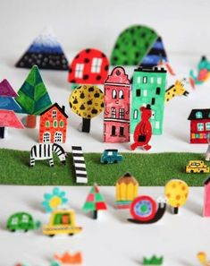 CUTE IDEA: Let kids draw, color and cut paper city, farm, zoo, forest or any other place to use as miniature video scenario. Puppets can be handled from above with straws. Paper Art, Paper Crafts, Paper Drawing, Craft Projects, Crafts For Kids, Children Crafts, Paper Towns, Drawing For Kids, Creative Kids