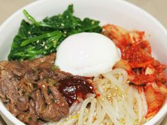 An easy bibimbap you can make with bottled yakiniku sauce even when you're busy. Rice Recipes, Asian Recipes, Cooking Recipes, Healthy Recipes, Ethnic Recipes, Lunch To Go, Breakfast On The Go, Korean Food, Love Food