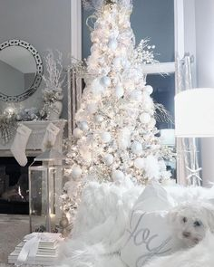 modern christmas tree 48 Outstanding White Christmas Tree Decorating Ideas That Look Very Beautiful Shabby Chic Christmas Decorations, Elegant Christmas Trees, Christmas Tree Themes, Modern Christmas, Pink Christmas, Beautiful Christmas, Christmas Home, Decorating Ideas, Interior Decorating
