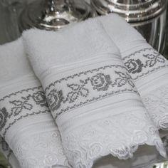 Toalhas para lavabo bordadas à mão! Novidades na loja!