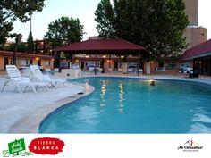 En el HOTEL POSADA TIERRA BLANCA, en Chihuahua les ofrecemos el mejor trato y servicio a nuestros huéspedes. Tenemos a su disposición cómodas habitaciones con excelentes tarifas y todos los servicios que usted necesita. En nuestras instalaciones contamos con alberca, restaurante y amplio estacionamiento. Informes y reservaciones en el teléfono (614) 415-0000 o en http://www.posadatierrablanca.com.mx/  #ah-chihuahua