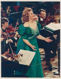 Joan Sutherland at Carnegie Hall (1988) Never will there be a voice like hers. We miss you, Ms. Sutherland.