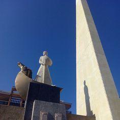 Nos despedimos de @visitsalou con el monumento al Rey Don Jaime (Jaume por estas tierras) de Aragon, situado en lugar desde donde zarpó para conquistar Mallorca. En Zaragoza podéis visitar el torreón de la Zuda, donde estuvo preso hasta que huyó al castillo templario de Monzón.