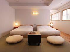 A minimalist guest room in the Claska Hotel (Elle Decor) Tatami Room, Interior Design And Construction, Minimalist Living, Minimalist Interior, Minimalist Design, Asian, Fashion Room, Elle Decor, A Boutique
