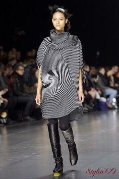 Йошиюки Миямаэ (Yoshiyuki Miyamae) – ведущий дизайнер модного дома Иссеи Мияке, представил коллекцию осень- зима 2016/2017. За кулисами творец подбадривал свою команду: «Be fresh, strong, en…