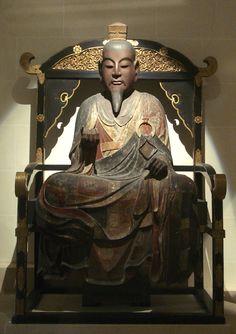 Dés 450, l'ensemble du Japon (sauf le Nord) et une partie de la Corée du Sud sont soumis. En 538, l'introduction du Bouddhisme marque une étape primordiale. En 594, le prince Shôtoku Taishi l'impose comme religion d'État et pose également en 604 les principes moraux et juridiques de l'État Japonais.