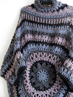 poncho sweater with sleaves Filet Crochet, Crochet Shawl, Crochet Stitches, Crochet Patterns, Crochet Ideas, Modern Crochet, Love Crochet, Knit Crochet, Crochet Scarves