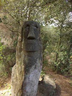 Moai del Bosc D'orrius, un bosc considerat com a màgic. Statues, Days Out, Natural World, Trekking, Garden Sculpture, Beautiful Places, Places To Visit, Landscapes, Viajes