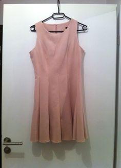 À vendre sur #vintedfrance !  http://www.vinted.fr/mode-femmes/fetes-and-cocktails/22945814-robe-patineuse-mango-rose-poudree  Jolie robe #Mango rose poudrée, courte, évasée en bas. Idéale #mariage, #cocktails. Taille S, portée deux fois, état impeccable.
