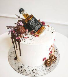 Liquor Cake, Torte Cake, Alcohol Bottles, Sweet Desserts, Mini Cakes, Cake Designs, Panna Cotta, Birthday Cake, Ethnic Recipes