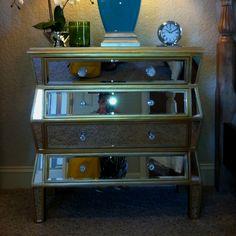 Oh I love myself some mirrored furniture!!!