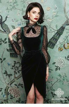 Evergreen velvet dress and lace combo Elegant Dresses, Pretty Dresses, Beautiful Dresses, Vintage Dresses, Robes Glamour, Look Fashion, Womens Fashion, Feminine Fashion, Gothic Fashion