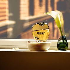 А ты уже знакома с новым гурманским ароматом Nectar Love от DKNY? Мандарин и грейпфрут, жасмин и ландыш, ваниль и мускус — эликсир природной привлекательности и любви.