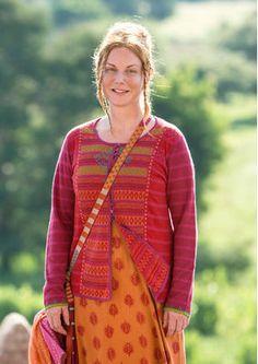 """#Myanmar mit #gudrunsjödén - Durch die Inspiration des Landes hat Gudrun die Strickjacke """"Sooni"""" aus Leinen/Baumwolle geschaffen. Die aufwendig gearbeiteten Kokosknöpfe sind besonders auffällig! http://www.gudrunsjoeden.de/mode/produkte/strickjacken-westen"""