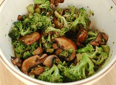 Raw Food Recipes: broccoli & mushroom stirfry