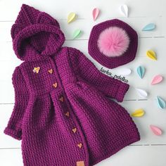 No hay descripción de la foto disponible. Baby Girl Sweaters, Baby Cardigan, Baby Bottles, Crochet Clothes, Free Knitting, Crochet Stitches, Fashion Outfits, Handmade, Toddler Cardigan