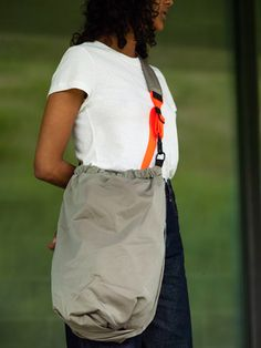 Orco Smooth Khaki – côte&ciel US Simple Bags, Easy Bag, Color Khaki, World Of Fashion, New Product, Color Splash, Shoulder Strap, Smooth, Zipper