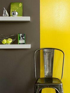 Le jaune Lumière appliqué dans un aspect brillant révèle toute sa puissance solaire et contraste avec le brun Écorce dont le caractère brut est renforcé par le choix d'un aspect mat | Zolpan Intensément Couleurs