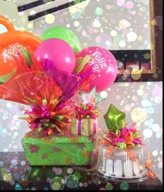 Combo cumpleaños, desayuno, obsequio y torta de tres leches Balloon Shop, Balloon Gift, Candy Bouquet, Balloon Bouquet, Creative Gift Wrapping, Creative Gifts, Craft Gifts, Diy Gifts, Bee Drawing