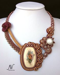 I don't know if I've been living under a rock or what.but, look what has come to my attention lately - Soutache Jewelry. Jewelry Crafts, Jewelry Art, Beaded Jewelry, Jewelry Design, Shibori, Victorian Jewelry, Vintage Jewelry, Soutache Tutorial, Soutache Necklace