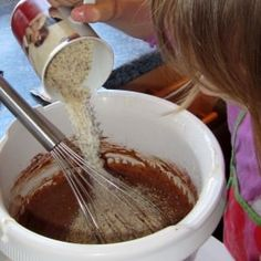 Kakao Sauerrahm Becherkuchen Rezept mit Fotos Kakao, Chocolate Fondue, Desserts, Food, Sliced Almonds, Sheet Cakes, Bakken, Tailgate Desserts, Deserts