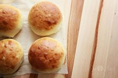 Forgot to grab buns while you were at the store? Don& waste gas running back when you can use this recipe for 40 minute hamburger buns! Easy Homemade Biscuits, Homemade Hamburger Buns, Homemade Buns, Homemade Hamburgers, Sugar Cookies Recipe, Cookie Recipes, Bread Recipes, Breakfast Burger, Camping Breakfast