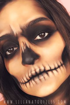Kick start your Halloween party with this How to: Easy Skull Makeup Tutorial For. Beginnen Sie Ihre Halloween-Party mit diesem How to: Easy Skull Makeup Halloween Skull Makeup, Sugar Skull Halloween, Fete Halloween, Halloween Makeup Looks, Halloween Celebration, Candy Skull Makeup, Scary Halloween, Halloween Costumes, Halloween Inspo
