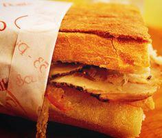 Quase horário do #almoço....Quem ai esta com #fome ? Vai uma #porchetta ai? Porchetta é um prato típico de #Ariccia pertinho de #Roma. Na verdade a origem também é reivindicada pela região da #Umbria mas.... o que importa é que é uma #delicia! Quando estiver @em_roma  experimente um #panino de porchetta! Esse é o meu preferido em #Trastevere!!! #europe #travel #travelgram #instatravel #eurotrip #italia #italy #rome #trip #travelling #travellingaroundtheworld #snapchat #brasileirospelomundo…