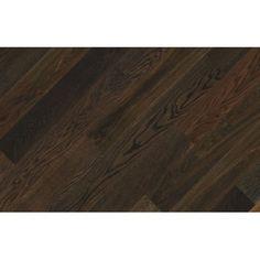 Fertig Deska Dąb Antyk. Elegancka deska o ciemnym zabarwieniu. Uroku dodają jej wyraźnie wyeksponowane naturalne cechy drewna – różnorodny układ słojów, sęki oraz sporadycznie występująca biel.
