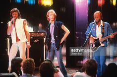 Bee Gees Band Pop music UK/Australia From left Barry Robin und Maurice Gibb performing 3/19/83.