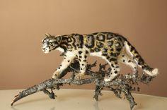 Needle felted cat Leopard Clouded Leopard door MinzooNeedleFelting