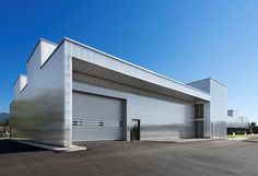 Erweiterung einer Montagehalle mit Service- und Verladefläche in Müllheim, wurm + wurm architekten - ingenieure, Bühl/Baden, 2012, Foto: Ester Havlova, Außenansicht