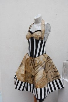 Discover upcylcing clothing ideas that will inspire you transform all old and unwanted clothes, unleash the fashionesta inside and start cre. Paper Fashion, Fashion Art, Fashion Show, Duct Tape Dress, Textiles, Eco Clothing, Upcycled Clothing, Clothing Ideas, Fashion Models