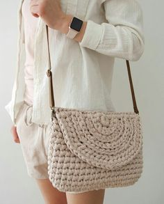 Types Of Sandals Yarn Sizes Romantic Evening Crochet Purses Leather Handle Crochet Accessories Flat Sandals Straw Bag Crossbody Bag Bag Crochet, Crochet Clutch, Crochet Handbags, Crochet Purses, Love Crochet, Crochet Shoulder Bags, Diy Bags Purses, Yarn Bag, Knitted Bags