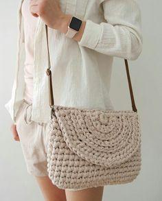 Types Of Sandals Yarn Sizes Romantic Evening Crochet Purses Leather Handle Crochet Accessories Flat Sandals Straw Bag Crossbody Bag Bag Crochet, Crochet Clutch, Crochet Handbags, Crochet Purses, Love Crochet, Crochet Crafts, Crochet Clothes, Diy Clothes, Diy Crafts