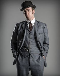 Matthew looks so good as Detective Inspector Reid <3