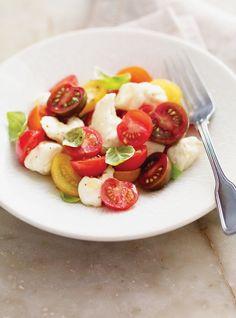 Salade de tomates cerises et de fromage en grains  Idée de recette pour recevoir les françis! ;)