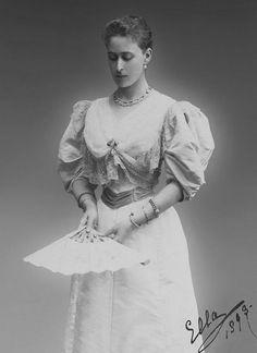 "teatimeatwinterpalace: "" Grand Duchess Elisabeth Feodorovna, 1893. """