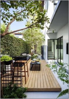 Attractive and ingenious deck and patio ideas and designs also contribute to the overall landscaping and looks of the backyard. Here are some modern and amazing deck and patio ideas and designs you can steal for your next landscaping and outdoor upgrade. Small Backyard Gardens, Modern Backyard, Backyard Garden Design, Small Backyard Landscaping, Small Garden Design, Modern Landscaping, Patio Design, Backyard Patio, Landscaping Ideas