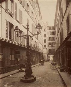 Rua de St. Denis, Paris – 1907. (Eugène Atget/George Eastman House/Getty Images