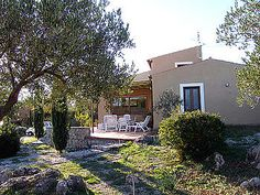 Ferienhaus: Casale Valentino - Von Essküche, Wohnzimmer und Schlafzimmer haben Sie Zugang zur weitläufigen Terrasse.www.cilento-ferien.de