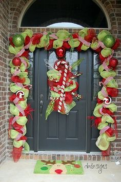 A Whole Bunch Of Christmas Porch ideas