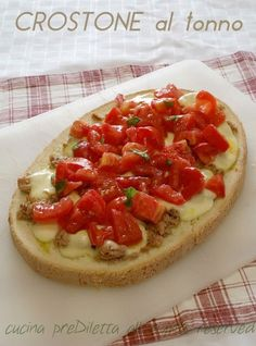 Crostone al tonno, ricetta, cucina preDiletta Bruschetta, Crostini, Easy Holiday Recipes, Summer Recipes, Antipasto, Finger Food Appetizers, Vegan Baking, Bagels, Sweet And Salty