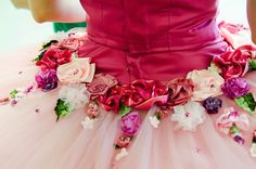 i like the bright bodice coming down into the tutu and fading with flowers Tutu Ballet, Ballerina Dancing, Nutcracker Costumes, Tutu Costumes, Costume Ideas, Ballet Russe, How To Make Tutu, Fairy Clothes, Ballet Photos