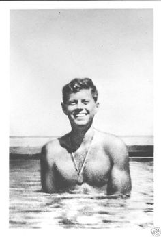 That's Lieutenant Kennedy to you, sirs and madames. Les Kennedy, John Kennedy Jr, Jfk Jr, Greatest Presidents, American Presidents, American History, Young Jfk, Celebridades Fashion, John Junior